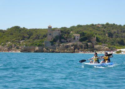 Practica el Kayak a Tamarit amb Mar Aventura